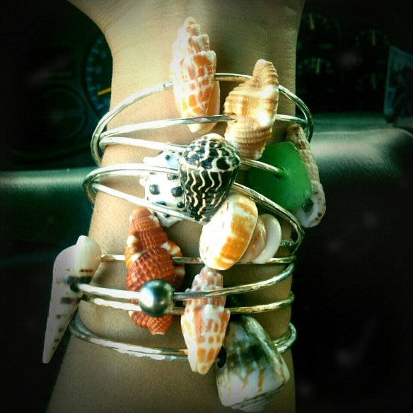 hawaiian-jewelry-shell-bangles