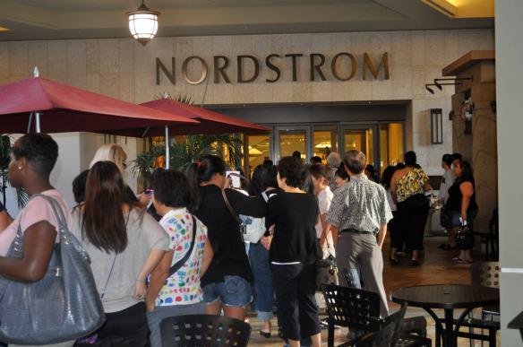 nordstrom-hawaii-cosmetic-trendshow-line