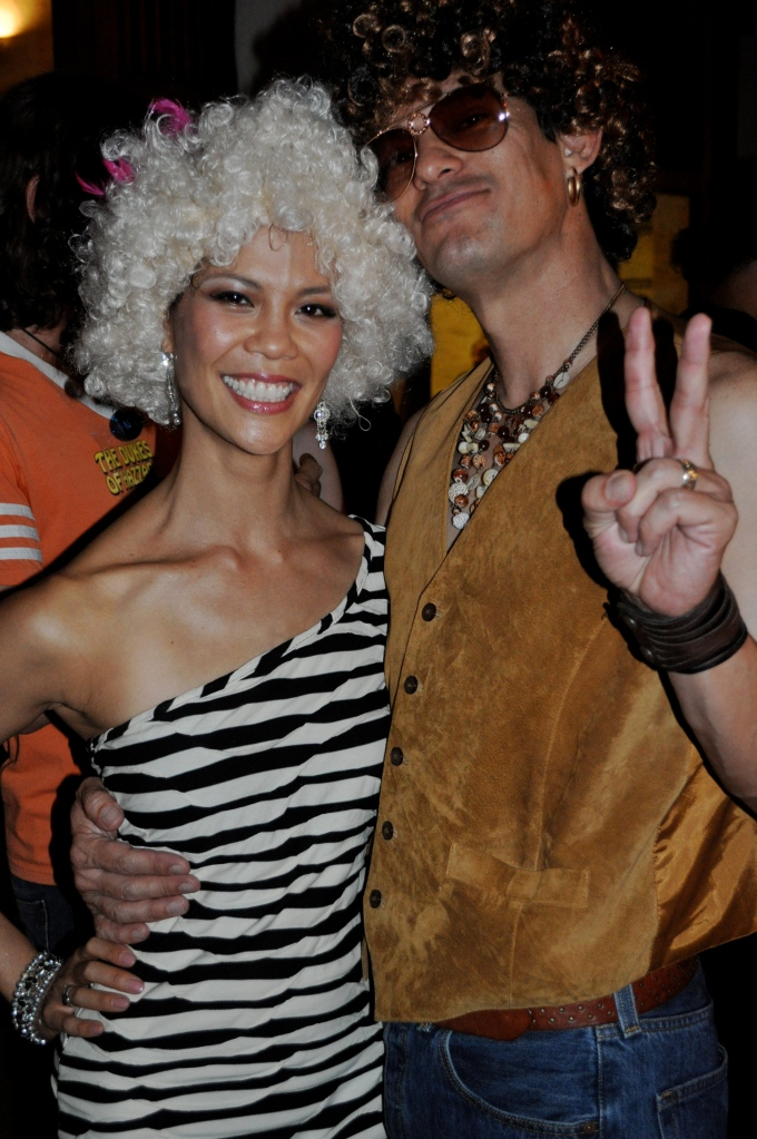 70's-couple-costume-afros