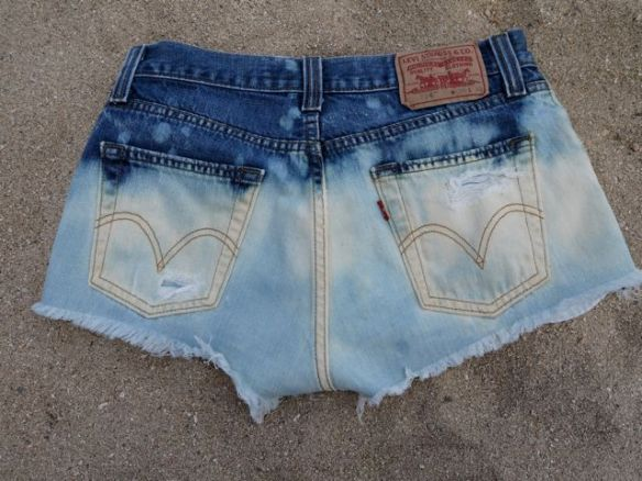 diy_distressed_denim_back_shorts
